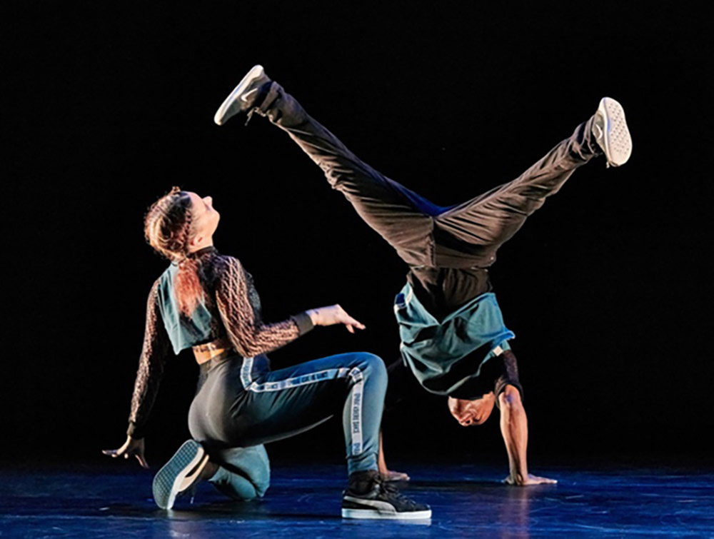 Manon Bal and Matthew West in <I>ODEON</I>.<br />© Christopher Duggan. (Click image for larger version)