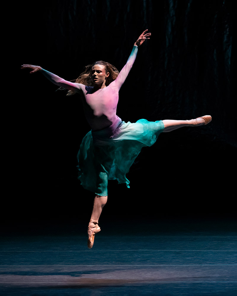Sara Mearns in Andrea Miller's sky to hold.© Erin Baiano. (Click image for larger version)