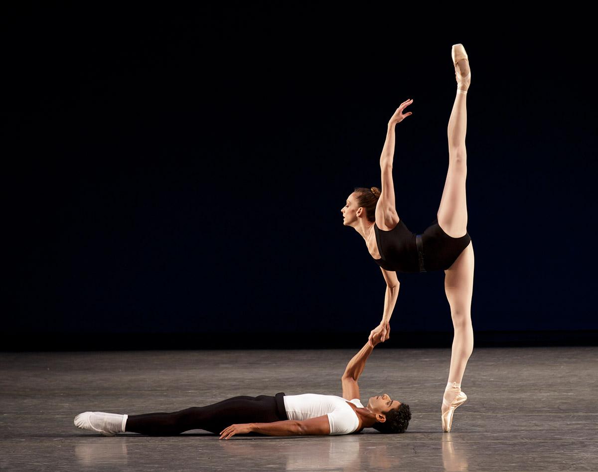 Maria Kowroski and Amar Ramasar in <I>Agon</I>.<br />© Paul Kolnik. (Click image for larger version)